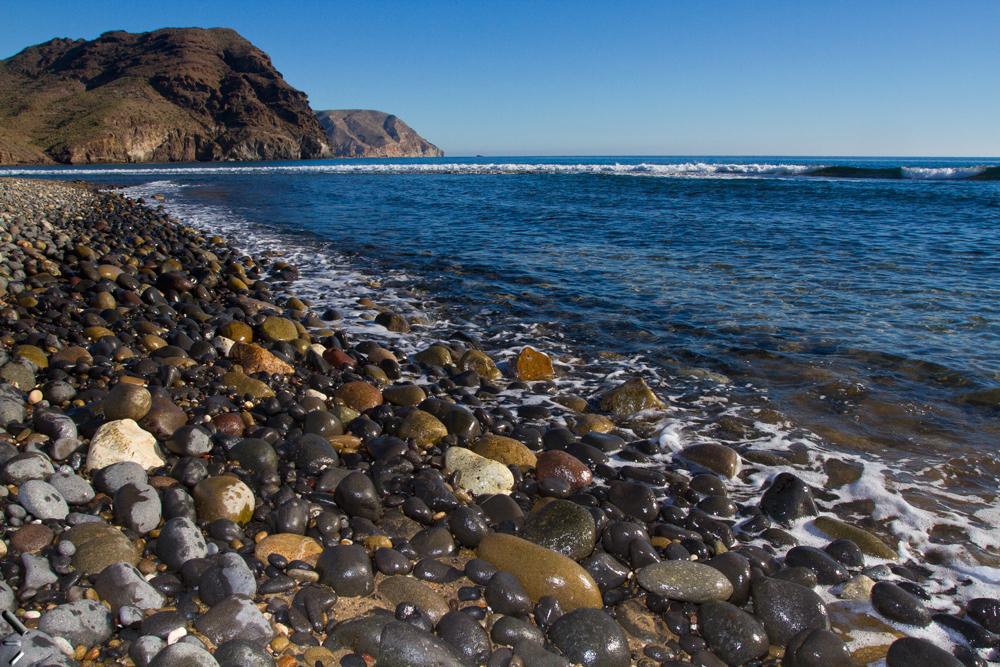 Playa-de-piedras-en-Almería