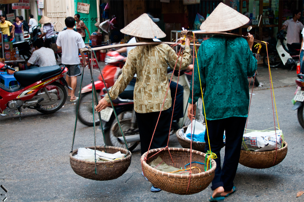 Porteadoras-de-Hanoi-en-Vietnam