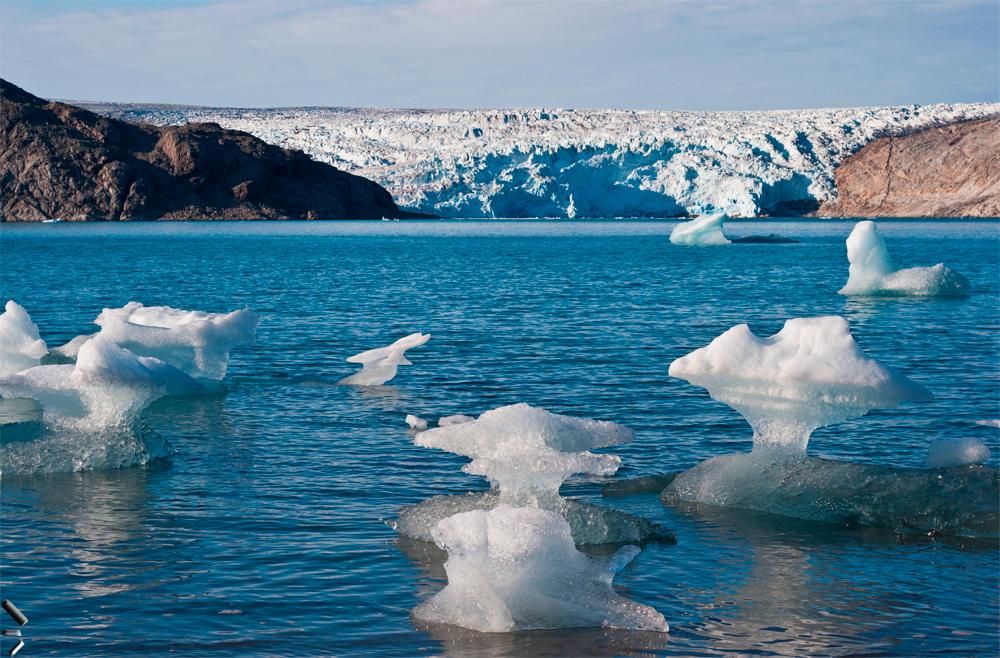 Restos-de-icebergs-en-un-fiordo-de-Groenlandia