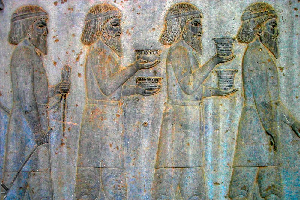 Sitio-arqueológico-de-Persépolis-en-Irán-(Relieves-de-acceso-a-la-Apadana)