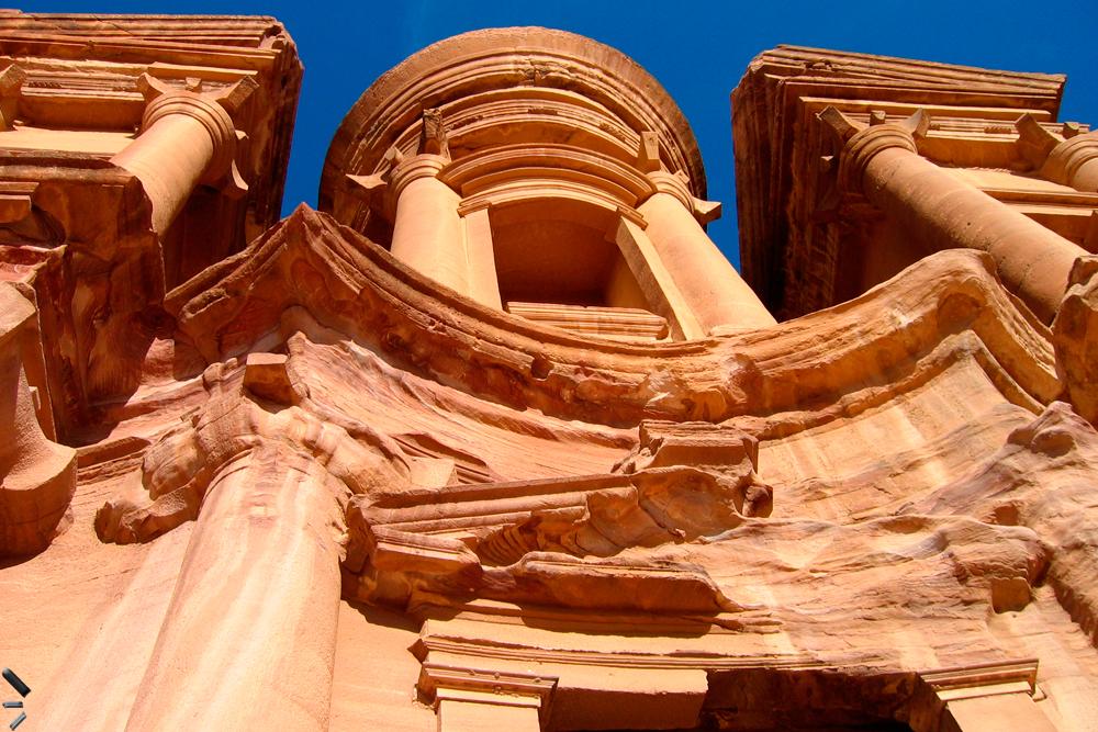 Sitio-arqueologico-de-Petra-en-Jordania