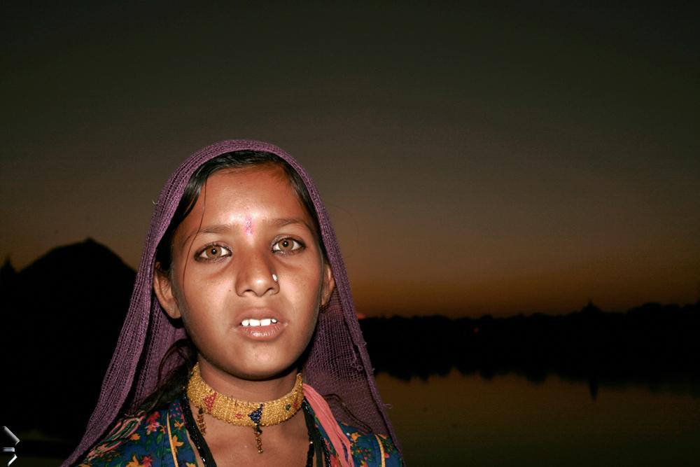 Unos-bellos-ojos-de-Pushkar-en-India